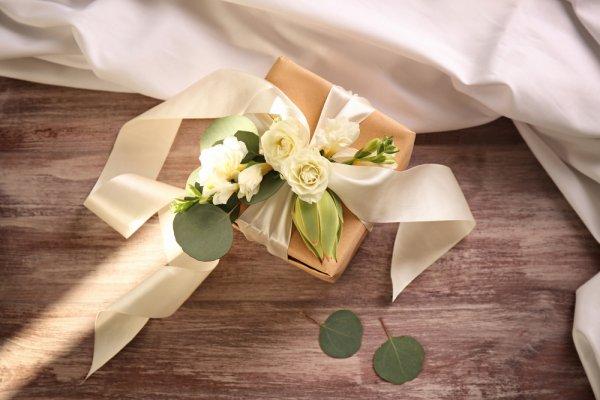 Kado Pernikahan untuk Orang Terdekat Harus Berkesan, dong! Ini 10 Rekomendasi Kado Pernikahan Unik 2020 yang Bisa Kamu Hadiahkan (2020)
