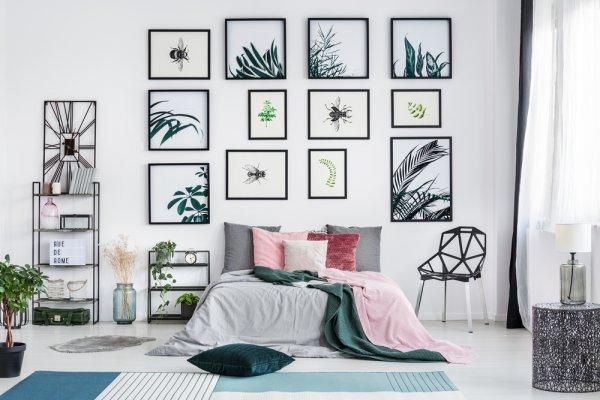 Dinding Kamar Kosong dan Membosankan? Kamu Bisa Tambahkan 8 Rekomendasi Hiasan Dinding Unik Ini!