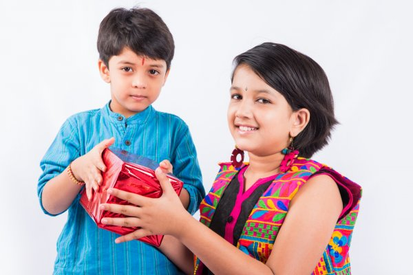10 Bhai Dooj Gifts That Will Convey Your Love and Affection to Your Brother in the Most Amazing Way (2019)