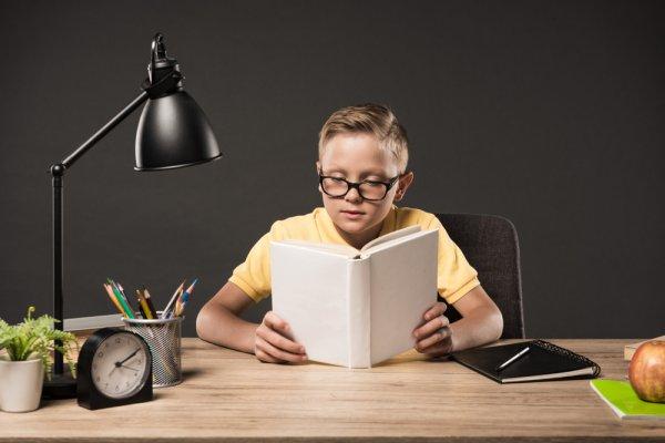 Simak Tips Memilih Lampu Belajar Anak dan 10 Rekomendasinya dari BP-Guide! (2020)