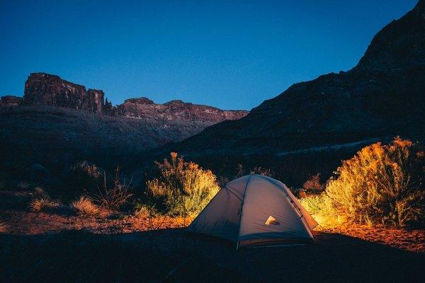 Sudah Siap Naik Gunung? Yuk, Gunakan 10 Rekomendasi Tenda Camping Berkualitas dengan Harga Terjangkau (2020)