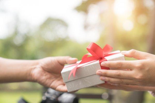 Hati-Hati, Ini Hadiah yang Pantang Diberikan untuk Orang Terdekat