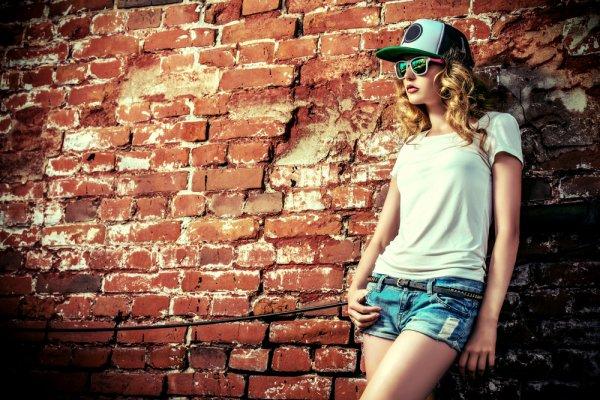 10 Rekomendasi Kaos Wanita Branded untuk Penampilan yang Berkelas (2020)