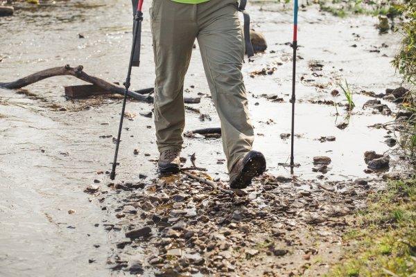 Anti Basah! Ini Rekomendasi 10+ Celana Waterproof yang Tahan Basah dan Trendi
