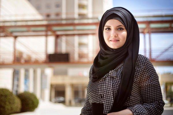 Simak Tips dan 10 Rekomendasi Produk dari BP-Guide agar Tetap Cantik dan Modis Meski Mengenakan Pakaian Syar'i