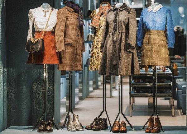 Daftar 14 Fashion Brand Indonesia yang Tidak Kalah Kualitasnya dengan Merek  Impor yang Layak Kamu Coba. fcacd8720e