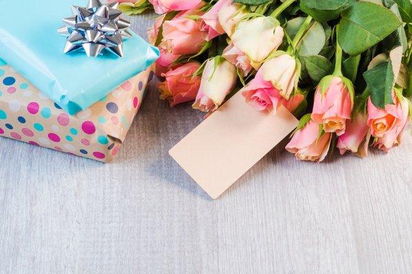 Sebagai Bentuk Apresiasi di Hari Guru, Berikan Hadiah Unik dan Berkesan untuk Gurumu. Ini Dia 10 Rekomendasinya (2019)