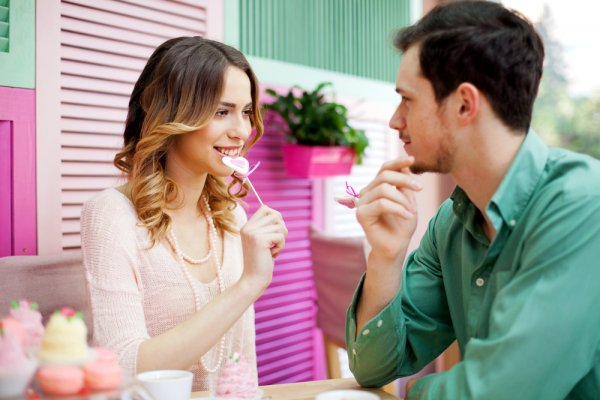 Going on a First Date? Surprise Her With These Thoughtful Gifts Ideal for a First Date + Tips on What to Wear and What to Do!