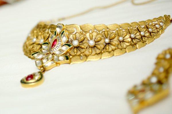 Ingin Tampil Cantik dan Glamor Meski Tak Punya Emas atau Perak? 8 Rekomendasi Perhiasan Tembaga Berikut Bisa Jadi Gantinya!