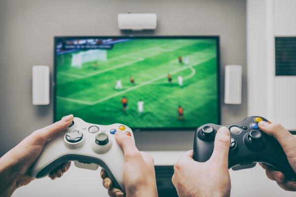 Top 10 máy chơi game giá rẻ được ưa chuộng nhất (năm 2021)