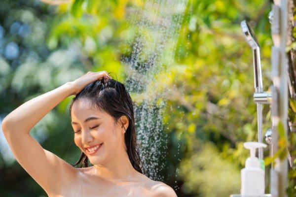 Atasi Masalah Kerontokan Rambut dengan 9 Rekomendasi Sampo yang Mengembalikan Ketebalan Rambutmu (2020)