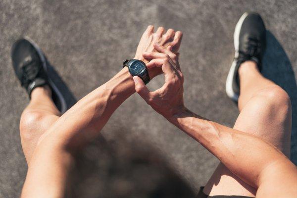 10 Rekomendasi Jam Tangan Sport yang Bikin Gayamu Makin Stylish Kala Berolahraga (2021)