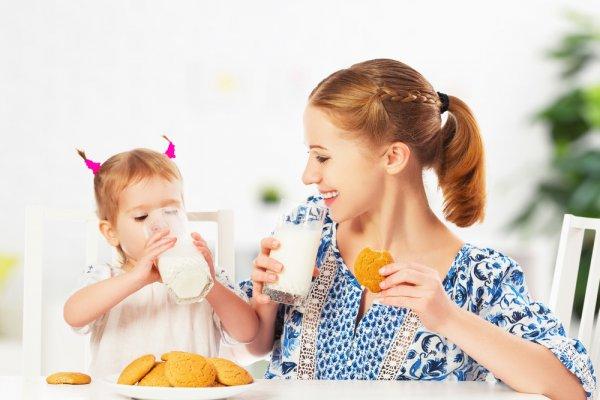 Yuk Ajari Anak Minum Susu Sendiri dengan 8 Koleksi Gelas Hello Kitty Unik dan Menarik Pilihan BP-Guide!