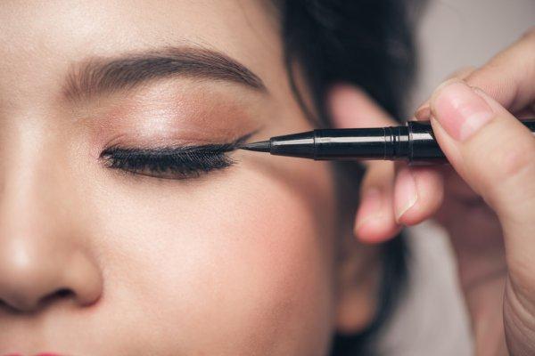 Buat Matamu Semakin Menarik dengan 10 Rekomendasi Produk Eyeliner Terbaik Ini