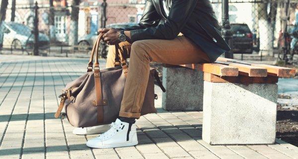 Jadilah yang Paling Trendi dengan 10 Rekomendasi Sneakers yang Cocok untuk Pakaian Formal Pria