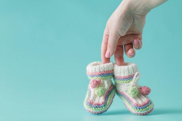 10 Rekomendasi Sepatu Bayi Perempuan Supaya Si Kecil Tampak Semakin Cantik