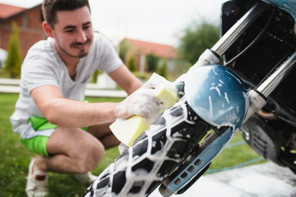 10 Rekomendasi Alat Cuci Motor Ini akan Membuat Motormu Bersih Seperti Baru (2019)