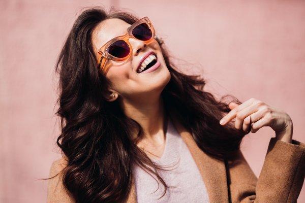 Semakin Gaya dengan 9 Kacamata Cartier yang Bikin para Wanita Tampil Keren ef42b5fdc2
