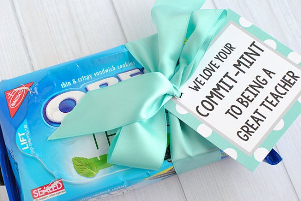Tunjukkan Rasa Terima Kasih untuk Guru Tersayang dengan 10+ Rekomendasi Hadiah Natal yang Berkesan di Hati
