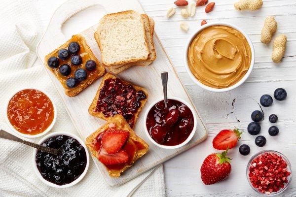 Nikmati Sarapan Praktis dan Sehat dengan 10 Rekomendasi Selai Buah Enak untuk Olesan Roti di Pagi Hari