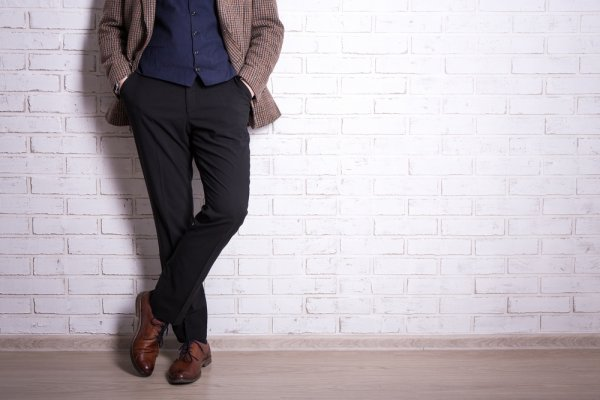 Semakin Nyaman Beraktivitas Sehari-hari dengan 9 Merek Celana Katun Terbaik untuk Pria