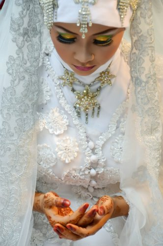 Buat Gayamu Makin Oke dengan 6+ Aksesoris Kalung Hijab Terbaik!