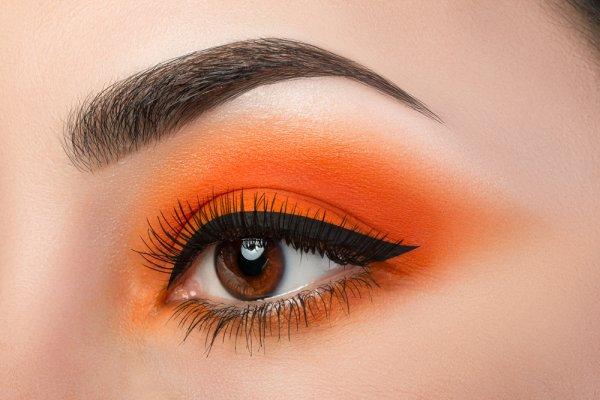 Nggak Percaya Diri dengan Mata Sipit? Inilah 4 Cara Makeup agar Matamu Terlihat Besar dan Natural