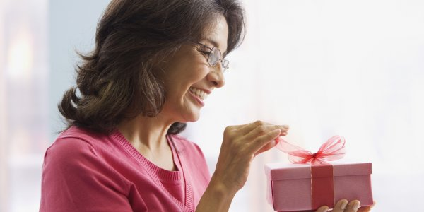 Planning to Shower Love on Your Mom? Here is a List of Some Cool Gifts That You Can Give Your Mom in 2019