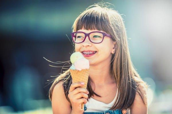 10+ Pilihan Kacamata yang Pas untuk Anda yang Berhidung Pesek