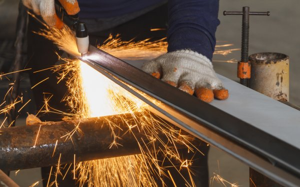 Tips Memilih Mesin Pemotong Besi dan Rekomendasinya