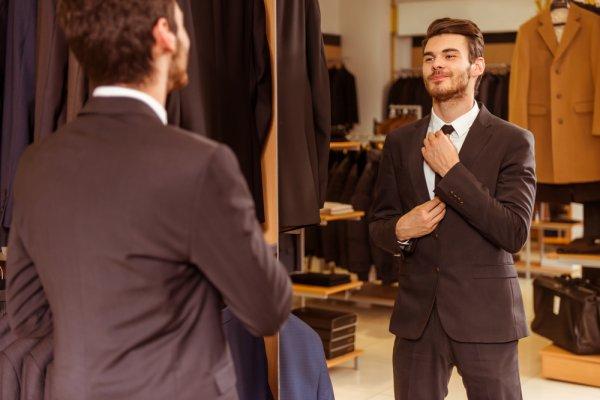 Sedang Menantikan Acara Wisuda? Inilah 9 Rekomendasi Dasi yang Cocok untuk Pria agar Tampil Lebih Stylish pada Momen Wisuda
