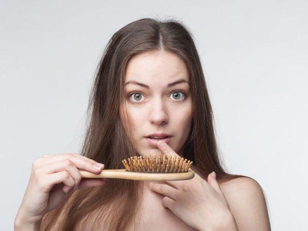 यदि आप वर्तमान में बालों के झड़ने या बालों के पतले होने से जूझ रहे हैं  तो ये  लेख पढ़े जिसमे  शुरुआती चरणों में बालों के झड़ने के प्रबंधन के लिए अपनी सर्वोत्तम सलाह दी गयी  है(2021)।