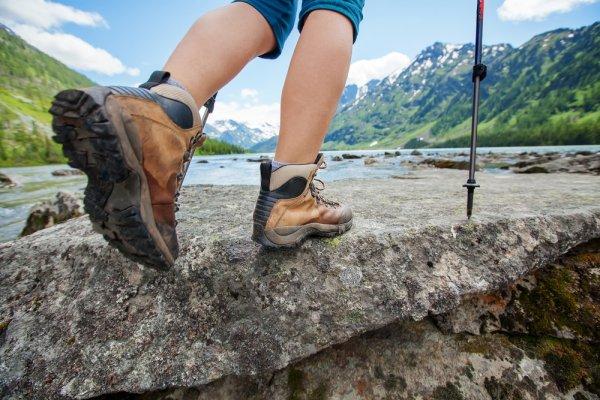 Cara Merawat Sepatu Hiking Dan 9 Rekomendasi Sepatu Gunung Tangguh Untuk Menemani Petualanganmu