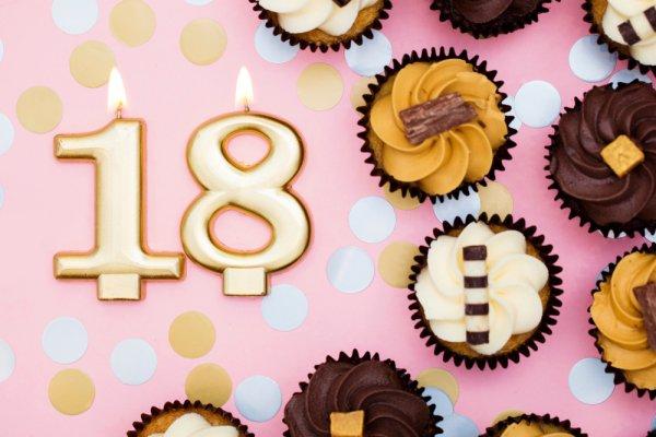 18 साल के होने की खुशी में किसी भी लड़की या लड़के को यह 10 उपहार दें। यह 18 साल के होने पर किसी को भी देने के लिए परफेक्ट उपहार (2019)