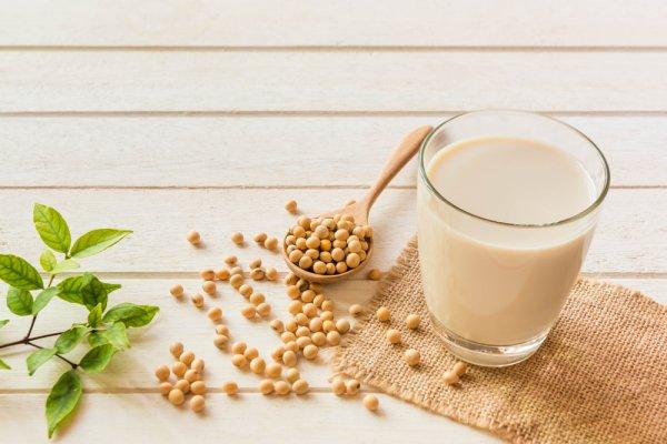 Tetap Sehat dan Bugar Setiap Hari dengan 10 Rekomendasi Minuman dari Kacang Kedelai Ini (2021)