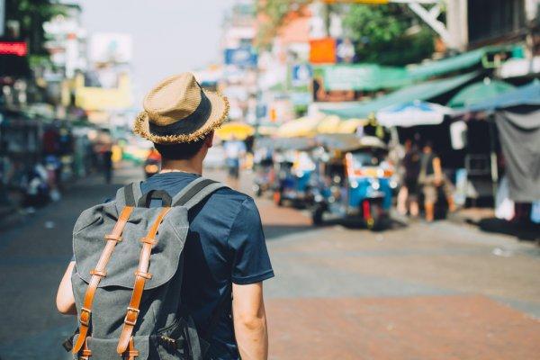 Siapkan Liburan Akhir Tahun dengan 10 Perlengkapan Traveling yang Wajib Kamu Punya