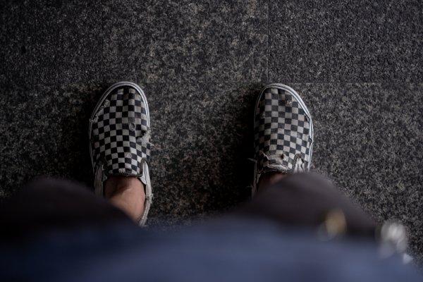 Cocok Buat Gaya Kasual, Inilah 10 Rekomendasi Sepatu Vans Pria yang Paling Trendi! (2020)