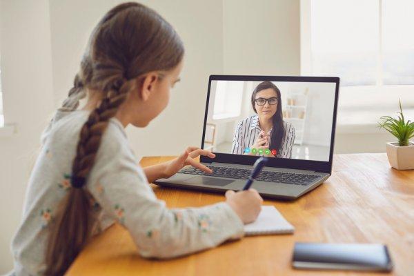 10 Rekomendasi Meja Belajar Minimalis yang Cocok untuk Anak Milenial Saat Ini (2020)