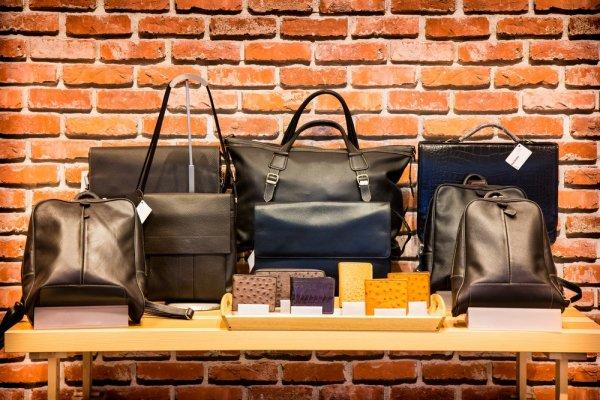 12 Pilihan Tas Berbahan Kulit Asli dari Dalam dan Luar Negeri dengan Model yang Menarik dan Cantik