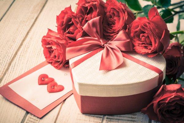 7 Rekomendasi Set Peralatan Makan Couple yang Pas untuk Hadiah Pernikahan (2020)