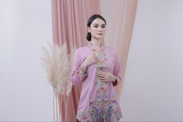 Tampil Anggun dan Menawan dengan 10 Rekomendasi Kebaya Encim yang Fashionable untuk Para Wanita (2021)