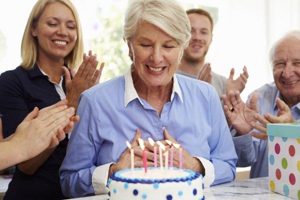 Ingin Merayakan Ulang Tahun Ibu? Nih, Berikan Salah Satu dari 10 Rekomendasi Hadiah dari BP-Guide untuk Ibu Anda