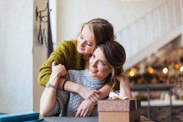 Ini Dia 8 Rekomendasi Hadiah Perpisahan untuk Sahabat yang Bisa Membuatnya Teringat Padamu!
