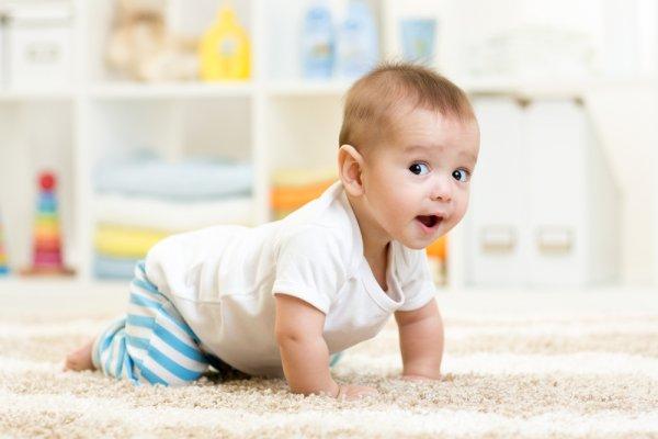 10+ Rekomendasi Celana yang Pas untuk Bayi yang Sedang Merangkak