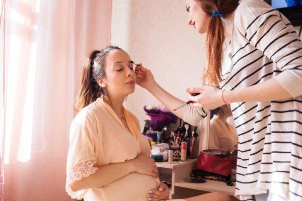 Ketahui 6 Bahan Kandungan Kosmetik yang Berbahaya dan 6 Merek Makeup yang Aman Digunakan untuk Ibu Hamil Berikut!