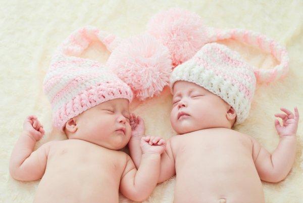 Inilah 10 Rekomendasi Hadiah untuk Bayi Kembar yang Baru Lahir agar Tampil Serasi (2019)