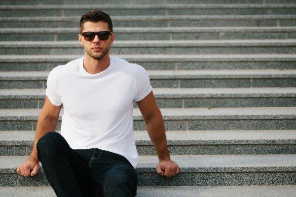 Mau Tampil Menarik di Depan Wanita? Jangan Sampai Ketinggalan 9+ Rekomendasi Baju Kaos Keren Pria Berikut!