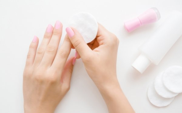 Nail Paint Removers Play an Eminent Part in Your Beauty Regime(2021): Let Your Nail Breathe with These 10 Best Nail Paint Removers that'll Make the Entire Process an Absolute Breeze.