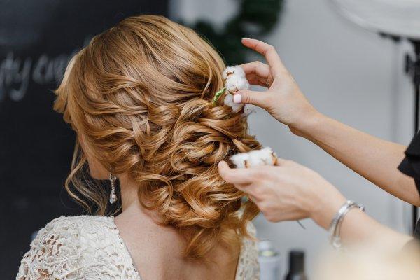 Percantik Tatanan Rambutmu dengan 8 Rekomendasi Aksesori Rambut agar Semakin Stylish