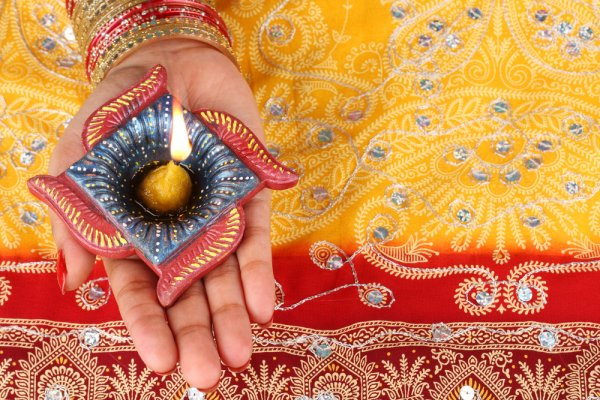 Handmade Diwali Gifts: Celebrate this Festive Season with Alluring DIY Diwali Gifts (2019)